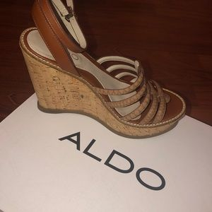 ALDO brown wedges!